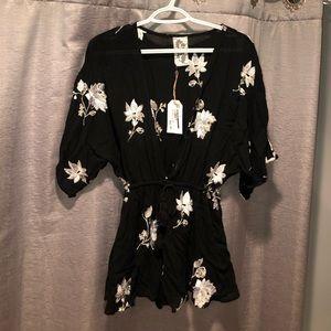 Nwt⭐️ Sadie & Sage Black Floral Embroidered Romper